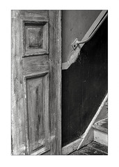 Doorway (K.Pihl) Tags: perceptolstock worn pellicolaanalogica monochrome doorway 400tx zuiko50mmf14 analog blackwhite schwarzweiss bw stair film olympusom4