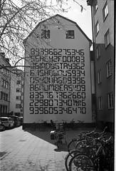 Hmm... (Berggren81) Tags: leica m4 sv blackwhite tmax400 analouge ishootfilm summilux35mm street semester
