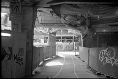 Slussen ´19 (Berggren81) Tags: leica m4 sv blackwhite tmax400 analouge ishootfilm summilux35mm street semester