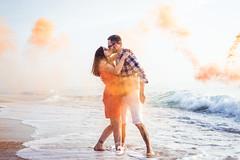 Trop d'amour ! (popz.photographie) Tags: love couple ocean beach waves sunset fumigene smoke