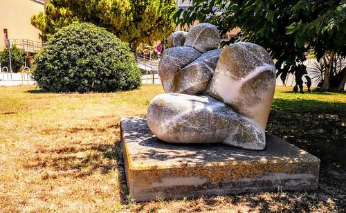 Escultura en los jardines del viejo Hospital La Fe de Valencia - Avenida de Campanar - Valencia