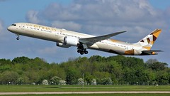 A6-BMD (AnDyMHoLdEn) Tags: etihad 787 dreamliner egcc airport manchester manchesterairport 23r