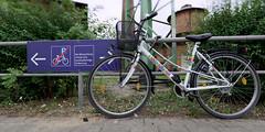 Das Abstellen von Fahrrädern ist hier nicht gestattet - II (Pascal Volk) Tags: brandenburg lübbenauspreewald lübbenau lubnjowbłota lubnjow oberspreewaldlausitz osl górnebłotałužyca niederlausitz dolnałužyca delnjałužica spreewald błota fahrrad rad velo bicycle cycle bike bicicleta bici canoneosr canonef1635mmf4lisusm 16mm wideangle weitwinkel granangular superwideangle superweitwinkel ultrawideangle ultraweitwinkel ww wa sww swa uww uwa sommer summer verano dxophotolab