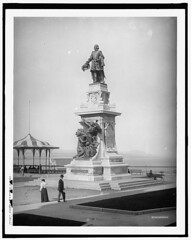 Champlain's statue, Quebec in 1910 (Static Phil) Tags: champlain statue quebec 1910 history