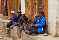 Nepal- Mustang- L0 Mantang (venturidonatella) Tags: nepal asia lomantang mustang persone people gentes gente portraits ritratti colori colors street strada streetscene streetlife streetphotography uomini men buddhism buddha nikon nikond300 d300