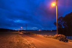 Bergisches Land zur Abendstunde (videamus) Tags: rot bergisches land strasen beleuchtung bergische heimat alte strasenbeleuchtung leverkusen wölken blaue stunde deutschland strase trecker landwirtsachft landleben