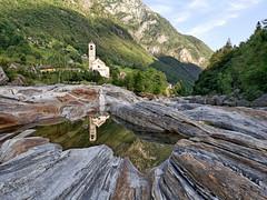 Reflejos (jantoniojess) Tags: landscape paisaje montañas mountains alpes suiza suisse switzerland reflejosenelagua reflejos iglesia panasoniclumixlx100m2 valledeverzasca verzasca valle