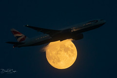 Boeing 777 through the July moon, Summer 2019.... (Alan Partridge Aha) Tags: plane aircraft jet british ba boeing airways 777 gatwick lgw 777200 egkk nikon d750 500mm f4p