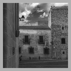 five (jcc90) Tags: caceres blackwhite old city street mystery nikon amateur