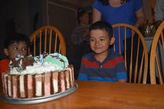 DSC_0077 (rlnv) Tags: california bayarea nikond3300 1855mmf3556gvrii birthday sunnyvale cake dessert tomás pablito