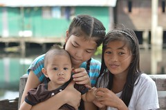 preteen girls with baby (the foreign photographer - ฝรั่งถ่) Tags: two preteen girls baby khlong lard phrao portraits bangkhen bangkok thailand nikon d3200
