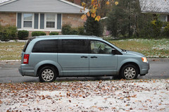 2018-11-15 (10) first measurable snow of coming winter - Nicole and the kids head for home - the roads were in good condition (JLeeFleenor) Tags: photos photography md maryland bowie bowiemd autumn fall neighborhood outside outdoors snow november weather minivan