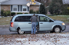 2018-11-15 (9) first measurable snow of coming winter - Nicole and the kids head for home - the roads were in good condition (JLeeFleenor) Tags: photos photography md maryland bowie bowiemd autumn fall neighborhood outside outdoors snow november weather minivan