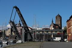 Stralsund, Am Querkanal, Querkanalbrücke, Jakobikirche (julia_HalleFotoFan) Tags: stralsund amquerkanal hafen mecklenburgvorpommern klappbrücke querkanalbrücke