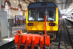 Snug... (marcus.45111) Tags: manchesterpiccadilly 142062 platform1 northernrail 2s22 class142 flickr flickruk ukrailways 2019