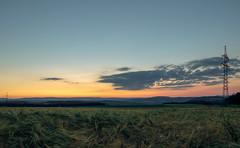sunset.two (Hyperfokale Distanz) Tags: abenddämmerung twilight bayern unterfranken landkreisrhöngrabfeld canoneos77d badneustadt hdr landscape dusk sunset sky sigma1750mmf28 hügel hill landschaft sonnenuntergang kornfeld cornfield grainfield wolken clouds