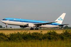 PH-BZH (PlanePixNase) Tags: amsterdam ams eham schiphol planespotting airport aircraft klm boeing 767 b763 767300
