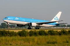 PH-BZM (PlanePixNase) Tags: amsterdam ams eham schiphol planespotting airport aircraft klm boeing 767 b763 767300