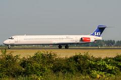 LN-ROM (PlanePixNase) Tags: amsterdam ams eham schiphol planespotting airport aircraft mcdonnell douglas md81 sas scandinavian