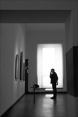 F_MG_9028-BW-Canon 6D2-Tamron 28-300mm-May Lee 廖藹淳 (May-margy) Tags: maymargy bw 黑白 人像 逆光 剪影 美術館 街拍 線條造型與光影 天馬行空鏡頭的異想世界 心象意象與影像 幾何構圖 點人 藝術品 佛羅倫斯 義大利 台灣攝影師 fmg9028bw portrait backlighting silhouette 窗戶 window artworks museum humaningeometry humanelement streetviewphotography mylensandmyimagination naturalcoincidencethrumylens linesformsandlightandshadow taiwanphotographer florence italy canon6d2 tamron28300mm maylee廖藹淳