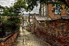 Down Mount Parade (Light+Shade [spcandler.zenfolio.com]) Tags: ©stephencandlerphotography spcandler stephencandlerphotography httpspcandlerzenfoliocom stephencandler england uk lightshade yorkshire york northyorkshire street streetscene streetview streets buildings houses narrowstreet cobbles trees wall