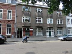 Zon (Merodema) Tags: street straat buildings city parked geparkeerd gebouwen