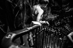 La lumière sur la main de la jeune fille avait éveillé son regard. Elle prit son appareil et déclencha. (LACPIXEL) Tags: lumière luz light main mano hand jeunefille joven youngwoman escaliers stairs escaleras noiretblanc blancoynegro blackandwhite paris street rue calle rivoli descendre bajar godown nikon nikonfr nikonfrance flickr lacpixel