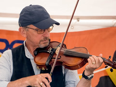 Fiddler (Chalto!) Tags: fiddle fiddler violin music musician beggarsfair romsey hampshire plaitfordcommon folk band group
