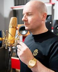 Welche Wirkung hat Gold auf Euch? #pallascapital #floriankoschat #gold #rolex #neumann #mikrofon # #klangfarbe (floriankoschat) Tags: florian koschat pallas capital investment banking