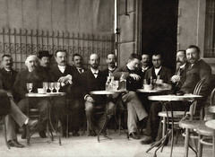 à la terrasse d'un café à Alger vers 1900... Collection Reynald ARTAUD (Reynald ARTAUD) Tags: 1900 années algérie alger terrasse café collection reynald artaud