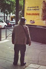 Le gourmand (herbdolphy) Tags: analog analogique argentique pellicule 35mm film grain street paris pentax p30n kodak expiredfilm expired filmisnotdead filmphotography