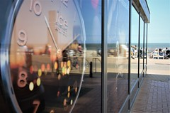Clock (soyer_rodrigue) Tags: nikon d5100 nikond5100 westende clock beach digue noordzee belgique vlaanderen vlaamsekust belgium belgie ice watch
