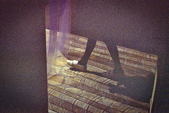 Les pas lumineux (herbdolphy) Tags: analog analogique argentique pellicule 35mm grain film paris filmisnotdead filmphotography kodak expiredfilm expired pentax p30n