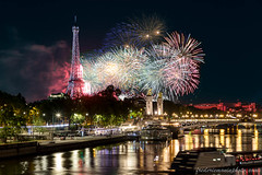 Fireworks on the Eiffel tower at Paris for the Feasts of July 14, 2019 (fmonin) Tags: evenement night iledefrance edificeremarquable rues monument feudartificedu14juillet europe pont france longexposure ponts pontalexandreiii traitementeffets tour couleur themes 2019 paris toureiffel longueexposition nuit passerelle paysageurbain voies capitale