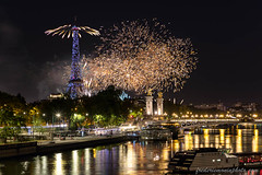 Fireworks on the Eiffel tower at Paris for the Feasts of July 14, 2019 (fmonin) Tags: evenement night iledefrance edificeremarquable rues paris toureiffel europe pont france longexposure ponts pontalexandreiii traitementeffets tour couleur themes 2019 monument feudartificedu14juillet longueexposition nuit passerelle paysageurbain voies capitale