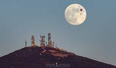 Floating on a Breeze (ihikesandiego) Tags: black mountain sunset moon rise para glider