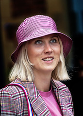 Portrait (D80_539373) (Itzick) Tags: denmark copenhagen candid color colorportrait blonde youngwoman hat streetphotography face facialexpression d800 itzick