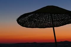 Minimalis (JB Fotofan) Tags: silhouette minimalismus sunshade schirm fz1000 lumix sonnenuntergang sunset