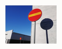 2 signs (ulf_finndahl) Tags: ulffinndahl urbanlandscape sign urban
