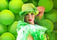 Green baloons and a mannequin in Stockholm, Sweden 16/7 2018. (photoola) Tags: stockholm skyltdockor buttericks drottninggatan färg mannequin color sweden photoola