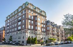Commonwealth & Clarendon (Eridony (Instagram: eridony_prime)) Tags: boston suffolkcounty massachusetts backbay