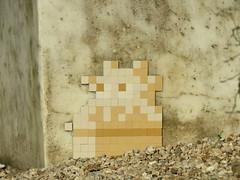 Space Invader VRS_33 (deleted) (tofz4u) Tags: 78 versailles yvelines 78000 banlieue grandparis vrs33 closeup camo camouflage brun brown jaune yellow beige streetart artderue invader spaceinvader spaceinvaders mosaïque mosaic tile deleted desactivated