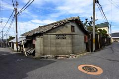 消火栓 (m-louis) Tags: 6713mm j5 nikon1 alley house japan kaizuka manhole osaka 大阪 家 日本 消火栓 貝塚 路地 電柱