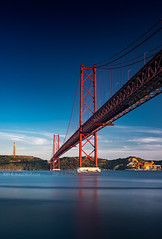 _DSC6701 - 25 de Abril (AlexDROP) Tags: 2019 portugal lisboa lisbon europe art travel architecture color cityscape city bridge water circpl longexposure goldenhour nikond750 afsnikkor28300mmf3556gedvr best iconic famous mustsee picturesque postcard
