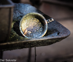 Ein Schlückchen warmes Kühlschmiermittel gefällig? --- Would you like a sip of warm cutting fluid? (der Sekretär) Tags: becher detail deutschland dreck germany maschine metall metallspäne saalfeld schmutz schraubenfabrik schraubenfabrikernstzehner späne spänewanne tasse thuringia thüringen werkzeug werkzeugmaschine alt chiptray chips closeup cup degenerated dirt dirty downandout dreckig heruntergekommen machine machinetool marode metal metalchips mug schmutzuig screwfactory scruffy shabby tool tumbler vergammelt