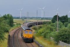Wind and Coal (JohnGreyTurner) Tags: br rail uk railway train transport diesel engine locomotive lincs lincolnshire 66 class66 shed gbrf althorpe keadbybridge freight goods windturbine