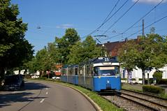 P-Zug 2006/3004 hat soeben die Haltestelle am Authariplatz verlassen. Am Beiwagen erinnert noch eine der beiden Werbetafeln an die Musiknacht im Mai (Frederik Buchleitner) Tags: 2006 3004 linie15 munich münchen pwagen strasenbahn streetcar tram trambahn