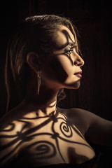 Ahlam (aminefassi) Tags: 55mm 55mmf18 a7riii loreal ahlamzaimi aminefassi beauty closeangle copyright editorial fashion madamelifeguide magazine maroc marrakech mode morocco people portrait shadow sony tigmiza windowlight zeiss sonnar5518za sonnartfe1855 sonnar shadows