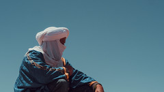 (Conny Spandl) Tags: bedouine sun blue guide desert morocco sky turban panaso 45 mm