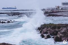 Revienta !!!!! (Juan Aguilera (JAAG)) Tags: iquique chile playa rocas landscapes ciudad paisaje pacifico oceano